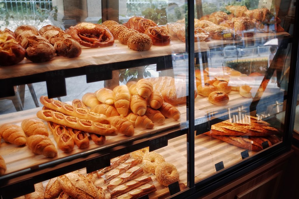 baker counter showing breads and pastry foods